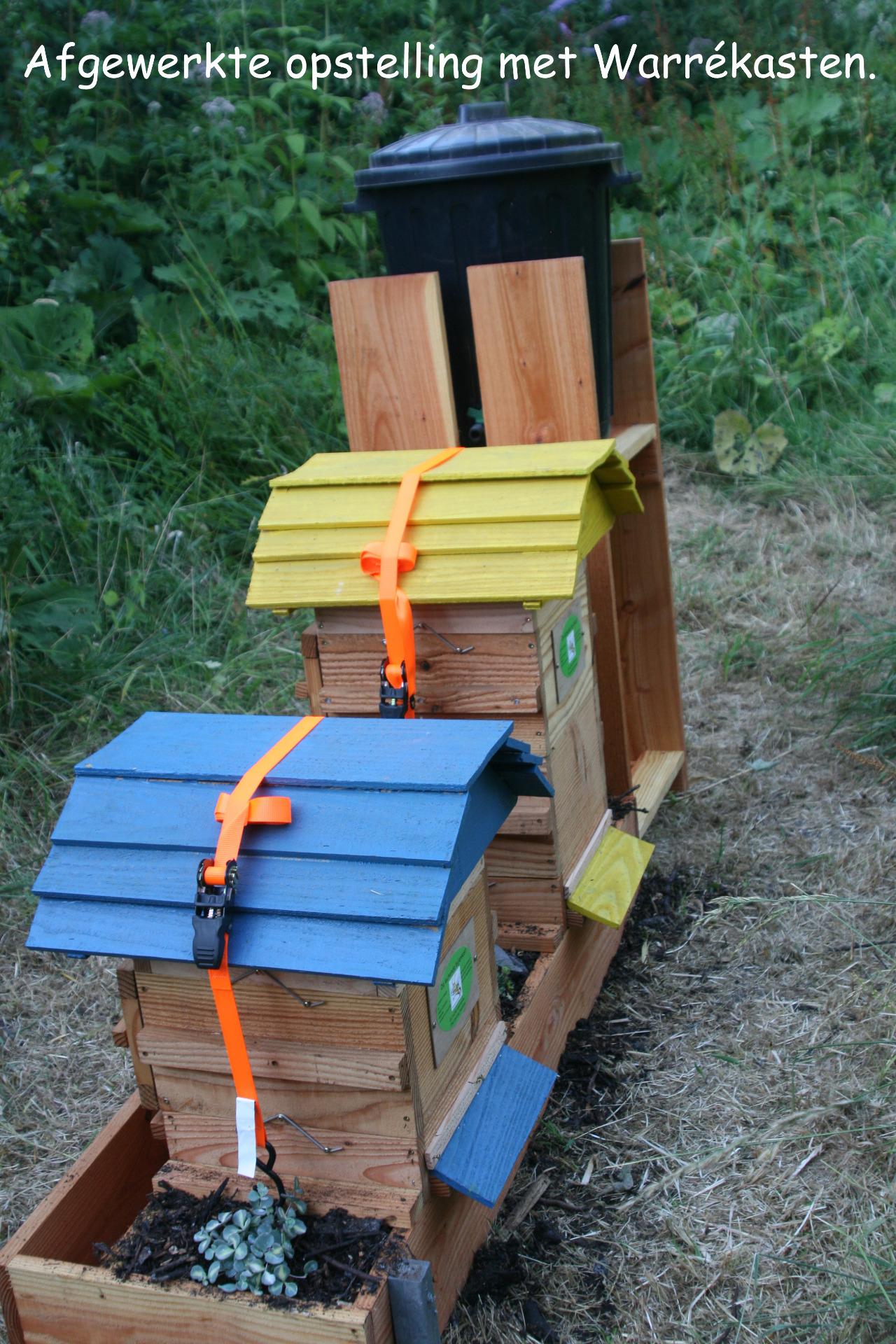 Warré bijenkasten op compost bodem met roofmijten