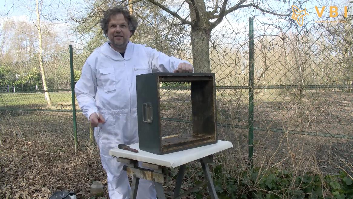 Ontsmetten van bijenkasten